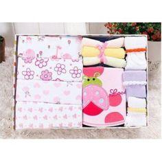 100% coton Carter's Set comprenant:  4 Bodys manches longues 3 Paires de chaussettes 3 Petites serviettes 1 Bavoir imperméable à l'eau