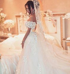 Like the off-shoulder look and whole confident style of this bride! Like the off-shoulder look and whole confident style of this bride! Amazing Wedding Dress, Dream Wedding Dresses, Bridal Dresses, Gown Wedding, Blue Wedding, Designer Wedding Gowns, Mode Hijab, Bridesmaid Dress, Shoulder