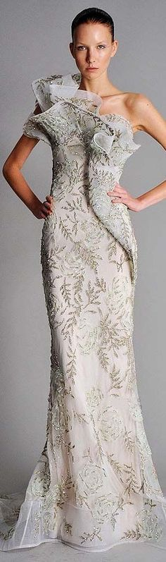 Love this.It's not to showy for the fabric.....Marchesa