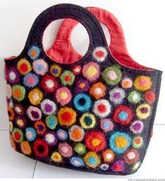 Crafting With Felt - Felt Bags And More Bastelvorlagen For You Handmade Felt, Handmade Bags, Nuno Felting, Needle Felting, Felt Purse, Tote Purse, Penny Rugs, Crochet Purses, Wool Applique