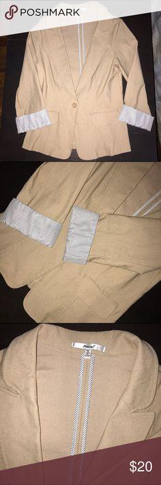 Blazer | Papaya ‼️PAPAYA CLOTHING BLAZER ‼️ FAKE POCKET | FRONT ‼️ SLIGHTLY USED | STILL IN GOOD CONDITION  ‼️ IT SAYS MEDIUM SIZE BUT ITS MORE LIKELY XS IN REGULAR SIZE WOMEN Papaya Jackets & Coats
