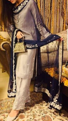 Embroidery Ideas Clothes Suits 37 Ideas Source by outfits indian Pakistani Fashion Party Wear, Pakistani Formal Dresses, Pakistani Wedding Outfits, Pakistani Dress Design, Indian Fashion, Pakistani Bridal, Indian Bridal, Designer Party Wear Dresses, Kurti Designs Party Wear