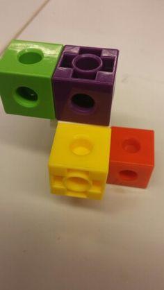 Rakennetaan parin antaman ohjeustuksen mukaan samanlainen rakennelma kuin parilla parin selityksen mukaan. Open tienviitta 1b s.70. Early Childhood Education, Teaching Math, Social Platform, Little Ones, Usb Flash Drive, Lego, Classroom, Math, Kids Education