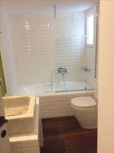 Nikolas Dorizas Architect, Tel: +30.210.4514048 Address: 36 Akti Themistokleous – Marina Zeas, Piraeus 18537 Αναστήλωση παλαιάς πολυκατοικίας στην Ακρόπολη και μετατροπή σε αφαιρετική μονοκατοικία για ένα ζευγάρι από το Αρχιτεκτονικό Γραφείο του Νικόλα Ντόριζα. Alcove, Bathtub, Bathroom, Standing Bath, Washroom, Bathtubs, Bath Tube, Full Bath, Bath