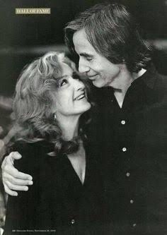 Bonnie Raitt & Jackson Browne Such love and admiration in this photo! Jackson Browne, Music Is My Escape, My Music, Musical Hair, Bonnie Raitt, The Pretenders, Joan Baez, Music Images, Music Icon