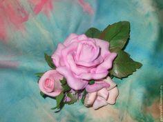 """Купить Брошь с розами из фоамирана """"Комплимент"""" - подарок на 8 марта, брошь-розы"""