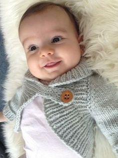 Miss Daisy boléro col châle pour bébé et enfant du 3 mois au 6 ans - explications de tricot - Modèles de tricot chez Makerist