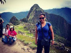 Viajar sozinha e na época em que não existia selfie stick significa pedir pra alguém tirar sua foto e torcer pra pessoa não cortar nada importante. Machu Picchu Peru. Viagens para recordar. Um lugar pra voltar. #machupicchu #aguascalientes #cuzco #preinca #maia #inca #arqueologia #mercosul #americadosul #peru #viagem #turismo #férias #fotododia #minhavida #vlog #mylife #youtubechannel #trip #photooftheday #fun #travelling #tourism #tourist #travel #myworld