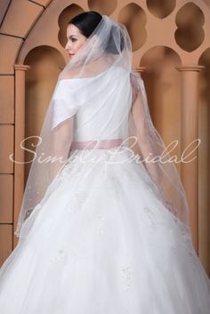 """Pick your veil!  Veil giveaway; Rose Ciy Bridal Show, enter to win on line soon destinationweddings.travel #87065 - One Tier 50"""" Scallop Pencil Edge Veil  Oct. 26-27 Portland Or"""