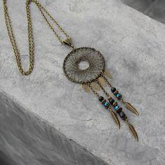 Bijou créateur - sautoir chaîne bronze ethnique pendentif attrape-rêve antique breloques plumes perles et facettes tons noir
