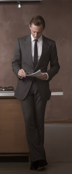 Tom Hiddleston as Dr. Robert Laing in High-Rise. Full size image: http://ww1.sinaimg.cn/large/6e14d388gw1f164f61r9jj21kw0w0tmt.jpg Source: Torrilla, Weibo