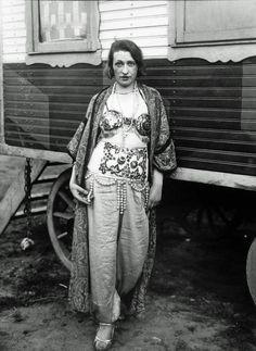 circus artist by august sander, 1926