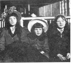 Irish immigrant children, Ellis Island The Irish were oppressed for 700 years. Vintage Photographs, Vintage Photos, Ellis Island Immigrants, Irish Famine, Irish Catholic, Irish Celtic, Black And White Pictures, Vintage Children, Rome