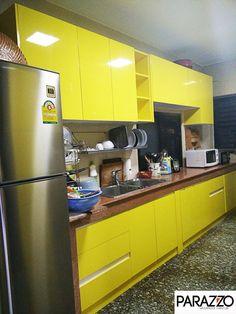 ผลงานชุดครัวแบบ Build-in ออกแบบโดยทีมงานพาราซโซ่ พ่นสีเหลืองไฮกลอสเป็นสีพิเศษที่คุณลูกค้าเลือก โดยติดตั้งหน้าบาน และตู้แขวนทั้ง 2 ฝั่งของห้องครัว ตู้เก็บของเพิ่มสีดำไฮกลอสตัดกับสีเหลืองสวยงาม ส่วน Top ใช้ตัวเดิมของลูกค้า  ขอบคุณ คุณศุภชัย ที่ไว้วางใจเลือกใช้สินค้าชุดครัวกันน้ำ กันปลวก กันความชื้นของพาราซโซ่ค่ะ #PARAZZO www.facebook.com/parazzogroup