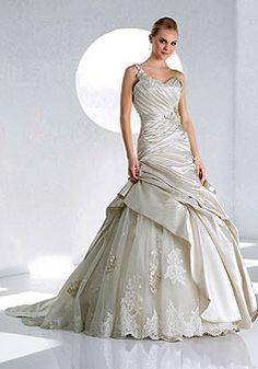 Draping Chapel Train Pleats Lace Satin Applique Wedding Dress picture 1