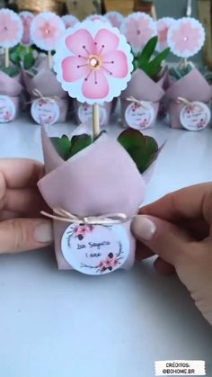 Kids Crafts, Diy And Crafts, Paper Crafts, Diy Gift Box, Diy Gifts, Handicraft, Flower Arrangements, Party Favors, Origami