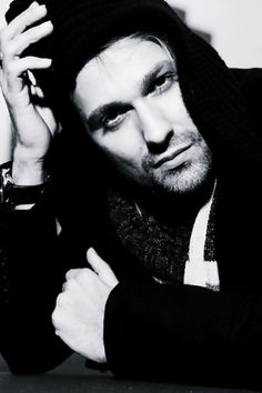See David Garrett pictures, photo shoots, and listen online to the latest music. Antonio Stradivari, David Garrett, Mon Cheri, Josh Gorban, Latest Music, Photoshoot, Celebrities, Acoustic Guitar, Closet