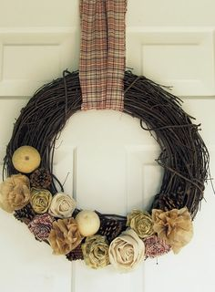 The Wicker House: Plaid Rosette Wreath for fall Diy Crafts And Hobbies, Diy And Crafts, Arts And Crafts, Diy Wreath, Grapevine Wreath, Wreath Ideas, Wreath Making, Vintage Wreath, Autumn Wreaths