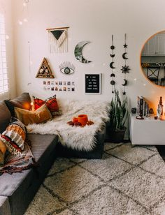 Perfect Idea Room Decoration Get it Know - Neat Fast : You want the space to reflect your personal style without feeling cluttered and cramped. Minimalist decor is the best way. Aesthetic Rooms, Home And Deco, Minimalist Decor, Minimalist Apartment, Minimalist Bedroom, Dream Rooms, New Room, House Rooms, Interior Design