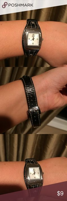 RELIC watch! Goes with everything! It is black and subtle! Not too big but perfect to add to a cute outfit. Needs a new battery. Relic Accessories Watches