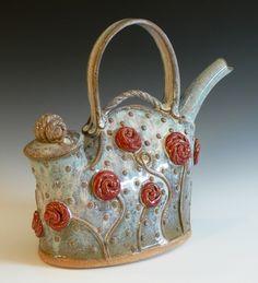 red roses teapot, Yvonne Brown by Lauren Llewellyn Pottery Teapots, Ceramic Teapots, Pottery Art, Teapots Unique, Rose Vase, Teapots And Cups, Tea Art, Chocolate Pots, Coffee Set