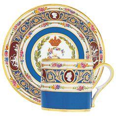 Ancienne Manufacture Royale - Tasse Historique, Catherine II de Russie - Réédition à l'identique, par l'Ancienne Manufacture Royale, d'une tasse litron provenant du plus célèbre des services de table de la cour impériale russe intitulé « Service aux Camées ».