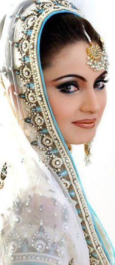 Soma Sengupta Indian Wedding Makeup- Simply Sweet!