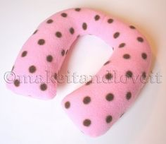 Neck Pillow For Kids: for when you have a long road trip and sleeping is bound to happen.  www.makeit-loveit.com