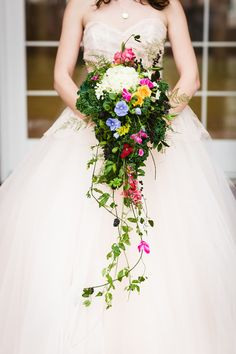 Beautiful overflowing bouquet | Al Gawlik Photography/Pink Parasol Designs and Coordinating