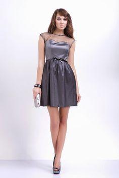 a9bef09a98 Sukienka mini w odcieniach srebra z oryginalną prześwitująca siateczką i  ozdobnym paskiem Formalne Sukienki