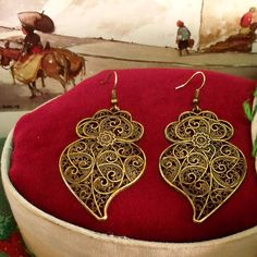 Portugal folk filigree style Hearts of Viana bronze aged gold tone big dangle earrings. Upgraded by me and inspired in the real lacy gold Portuguese folk jewelry earrings used by the country women in Minho, north of Portugal. $31.00..#madeinportugal#coracaodeviana#portuguesevianahearts#portuguesejewelry#portugalfolkart#portuguesefiligree#portugueseearrings#bigbronzefiligreehearts#agedfiligreehearts#portugueseheartofviana