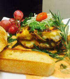 Dinner 4 tonigh Lasagna ground beef Salad on the side & garlic bread by Sebascocina