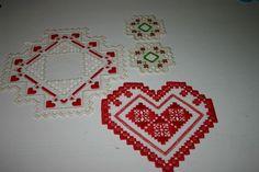 2 små dukar och 2 ljusmanschetter i hardanger till jul på Tradera.com -
