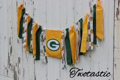Show off your team spirit with this Green Bay Packer rag tie garland. Use this for your football parties, photo background, or everyday decor!