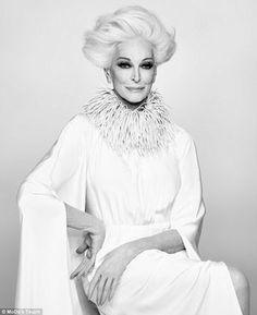 カルメン・デロリフィチェ (Carmen DellOrefice)  年齢という枠にとらわれない美しさを 目指しているカルメンさん。 「まだまだ成長過程で、死ぬまで完成しない」