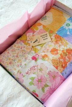 Vintage sheet quilt - I bet this is sooo soft & cozy! Vintage Sheets, Vintage Quilts, Vintage Fabrics, Vintage Sewing Patterns, Vintage Linen, Easy Quilts, Quilting Tutorials, Quilt Making, Quilt Patterns