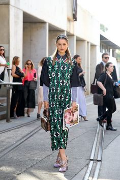 Isabelle Cornish, wearing Miu Miu, arrives ahead of the Ginger and Smart show at Mercedes-Benz Fashion Week Resort 2017 Collections on May 16, 2016 - Street Style - Mercedes-Benz Fashion Week Australia 2016