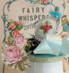 anillo plateado con bouquet bordado base azul