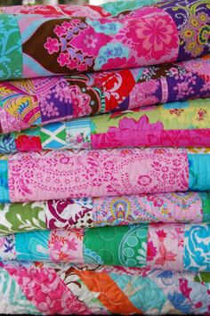 Quilts with fabric from Jennifer Paganelli of Sis Boom   so beautiful, makes me want to get to the sewing machine!