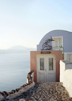 Santorini, Greece / Grecia  http://besmartraveller.wordpress.com/2014/02/19/santorini-mattino-chiaro