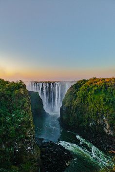 Victoria Falls from Zimbabwe (by lostin4tune)