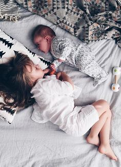 {Most beautiful children, cuttest kids} Most Beautiful Child, Beautiful Children, Cute Kids, Cute Babies, Baby Kids, Cute Family, Family Goals, Sister Photos, Twin Girls