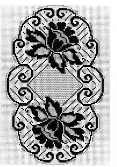 This Pin was discovered by Sul Filet Crochet Charts, Crochet Motif, Crochet Designs, Crochet Doilies, Crochet Flowers, Crochet Table Runner, Crochet Tablecloth, Thread Crochet, Crochet Stitches