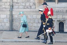 The Queen dances at low-key Trooping the Colour - video, best pictures - Photo 2 Huw Edwards, Queen's Official Birthday, Bbc Presenters, Windsor Castle, Prince Philip, Duke And Duchess, Low Key, British Royals, Queen Elizabeth