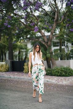 Tropical-printed ankle trousers with a crop top.