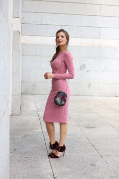 Cosmopolitan awards looks, specials - Lady Addict. Light pink midi dress+burgundy lace-up velvet heels+black and burgund clutch with gold details. Fall Night Event Outfit 2016