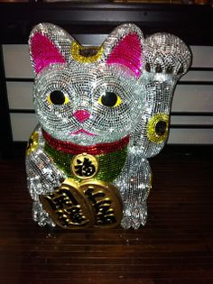 Mirrored Maneki Neko