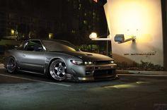 Fond d'écran avec une gracieuse grande voiture Nissan Silvia