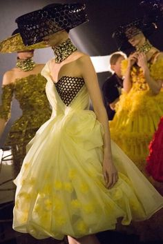 Alexander McQueen Spring 2013 Ready-to-Wear Backstage