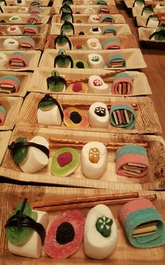 Dessert Sushi, Sushi Cake, Sushi Party, Gummy Bear Candy, Fish Candy, Candy Sushi Rolls, Ninja Birthday Parties, Japanese Party, Chocolate Cake Pops
